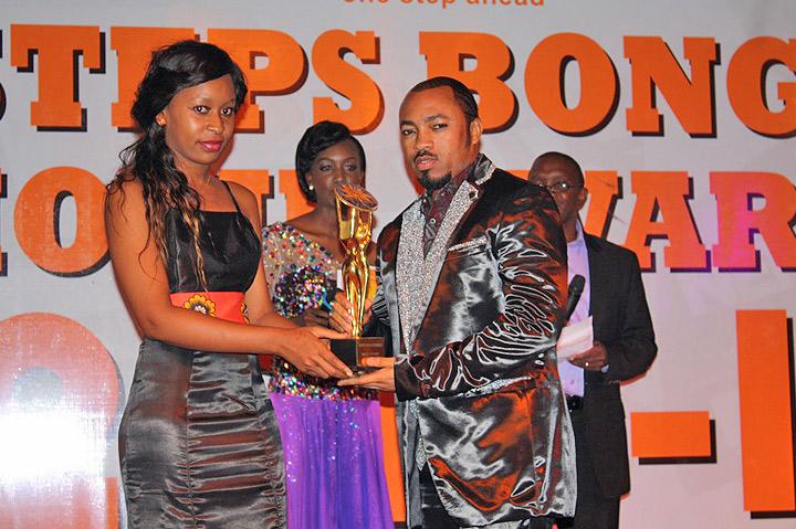 Best Story - '' BAAMED , Mtunisy receiving the award